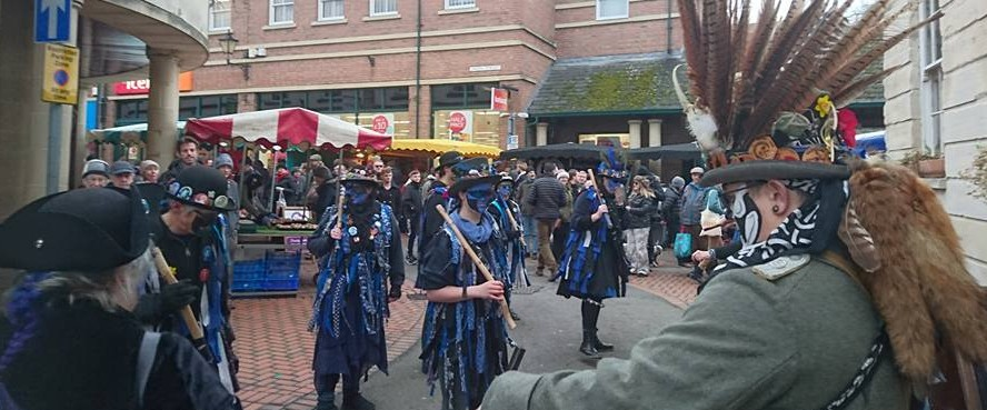 .... the festivities begin. Bakanalia Border Morris came all the way from Leicester for the Wassail. (Photo (c) Kardien Gerbrands)